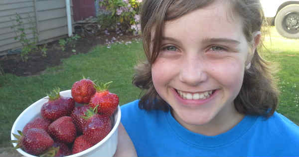 Lexi strawberries_600