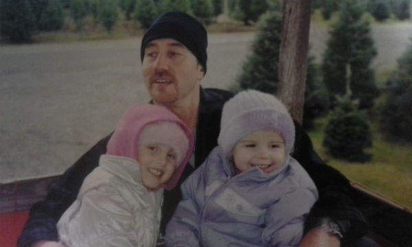 Dad and girls_600